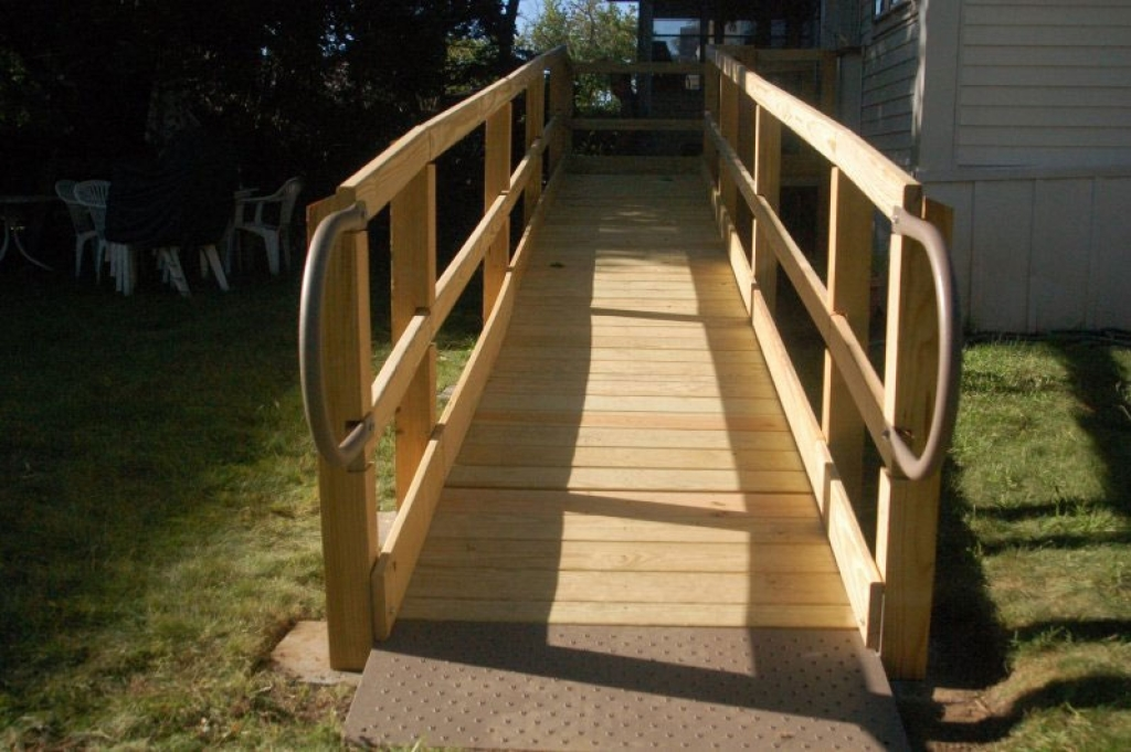 Ordinaire ... House · Wooden Wheelchair Ramp Leading To Backyard ...