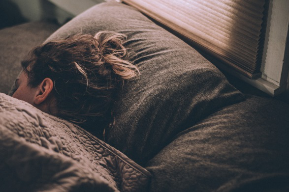 A woman getting enough sleep to stay energetic and stress-free during a move