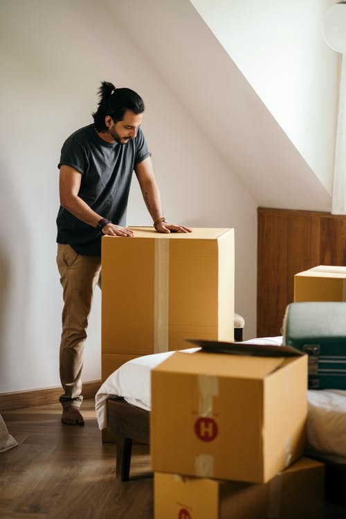Professional movers service unloading the boxes to a new house in Seattle.
