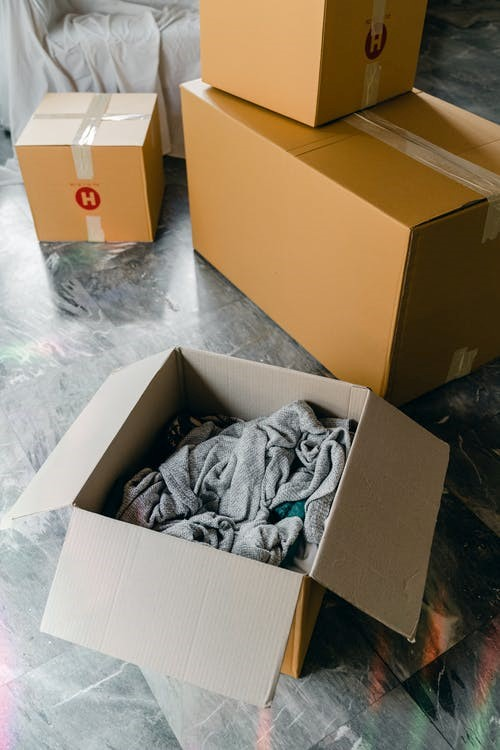 Professional movers service offering packing help in Seattle.