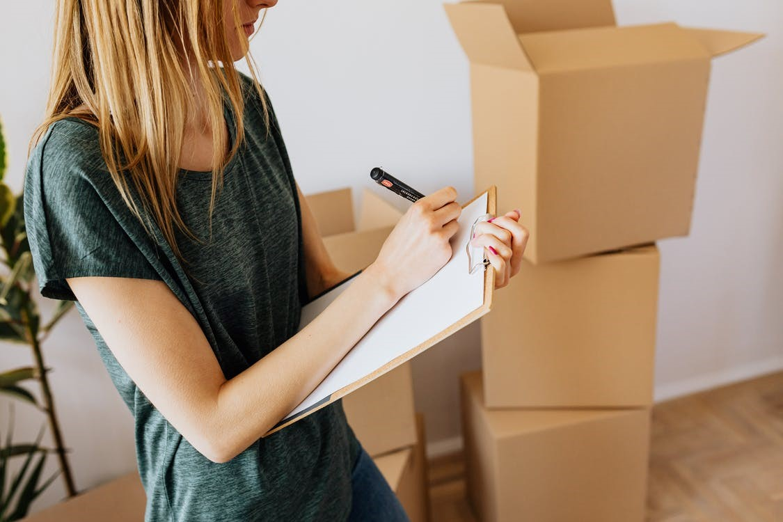 Professional movers service creating a list for inventory in Seattle.
