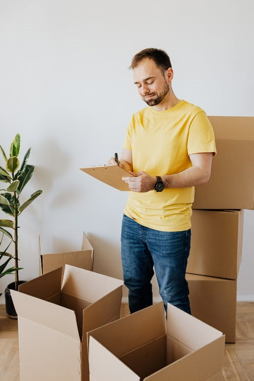 Professional movers service packing and labeling boxes in Seattle.