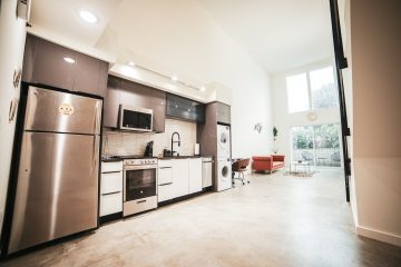 An image of a modern kitchen.