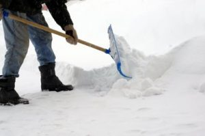 snow-shoveling-425x282