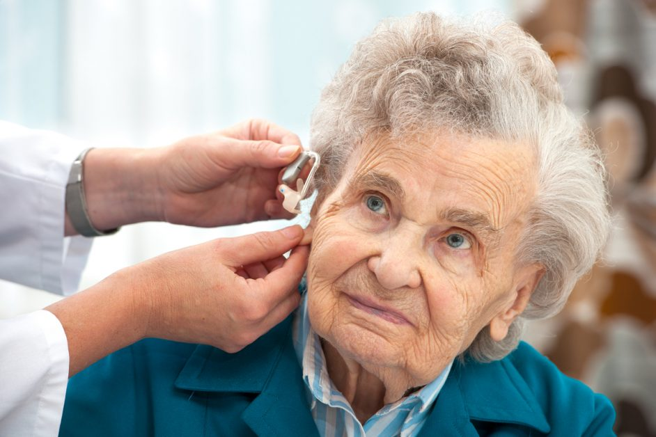 Audiology-Innovations-placing-hearing-aids-on-elderly-woman-5c952e75bc810