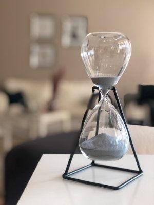 Hourglass - pest control schedule