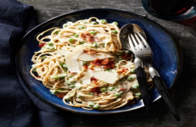 Lighter Roasted Cauliflower Pasta Carbonara
