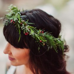 Her stunning greenery crown by Bliss.