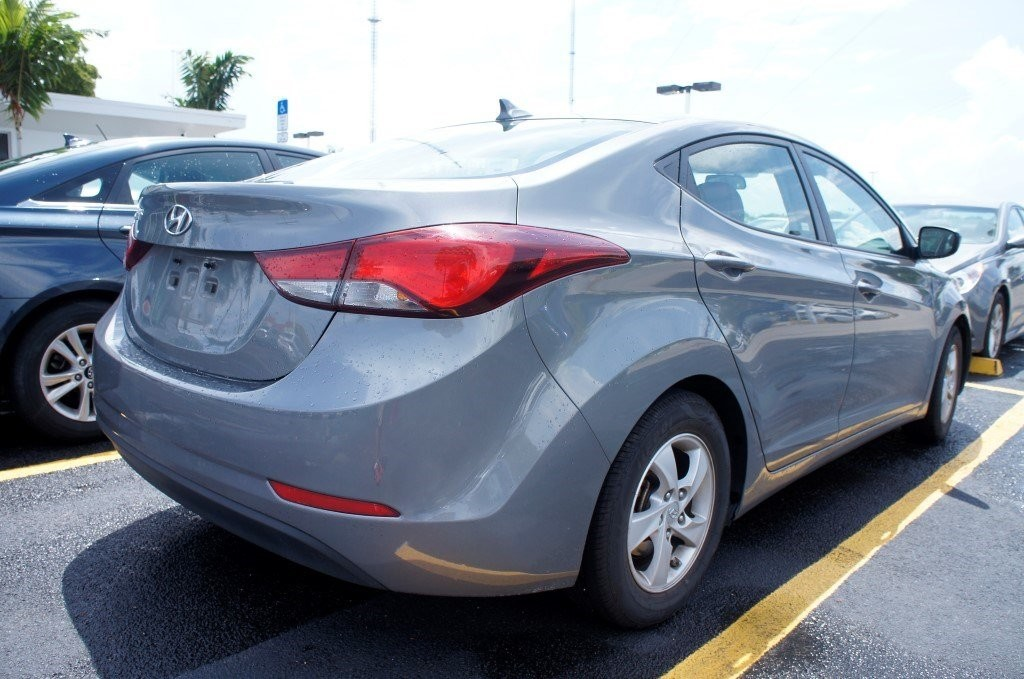 Back end of a gray Hyundai by CarData