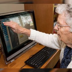 Vermont memory care resident uses computer