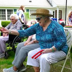 Vermont dementia care resident throws horseshoe