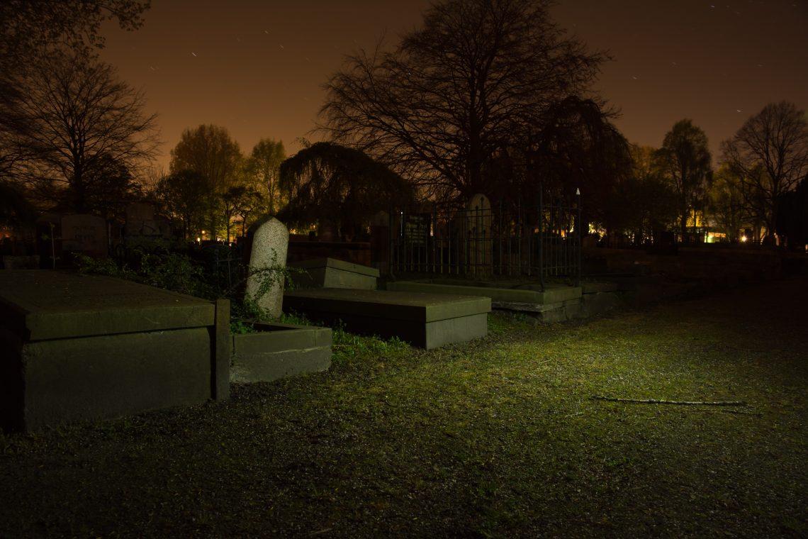 burial-cemetery-dark-782-5ba86fb68f999