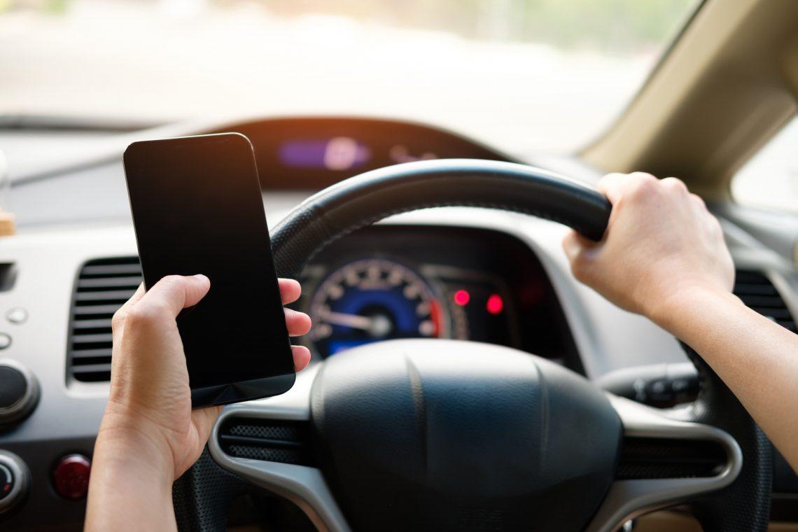 car-dashboard-device-1028742-min-5ba8697cc4c8f