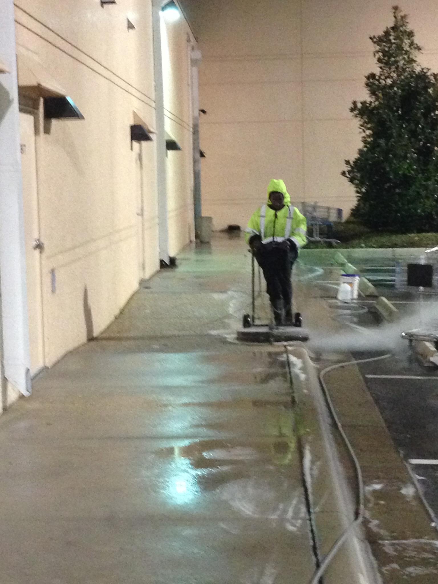 pressure washing sidewalks in Orlando