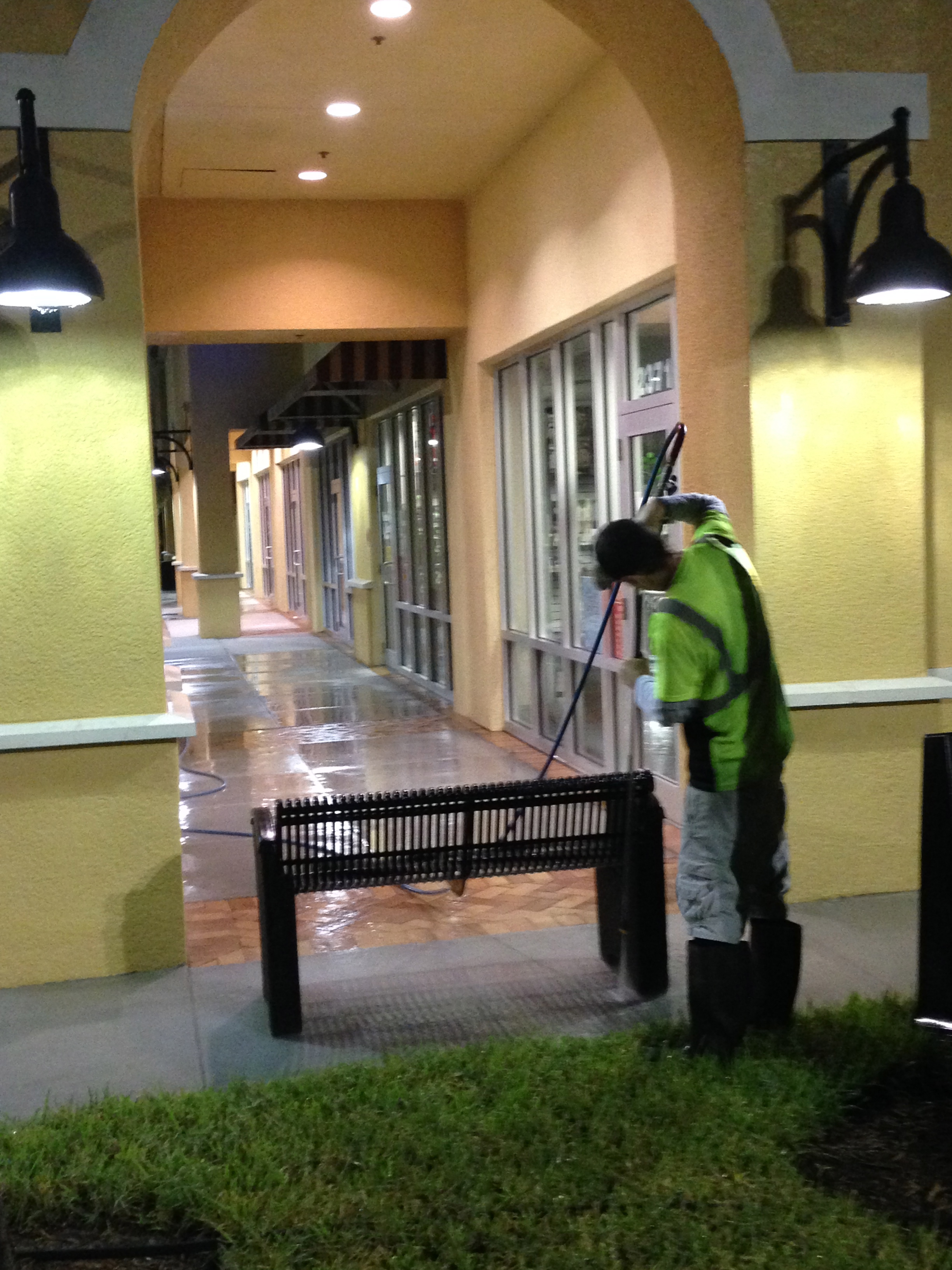 sidewalk pressure washing Tampa