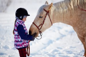 small-sizegirl-with-horse-winter