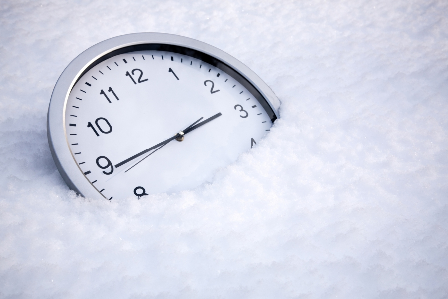 clock-in-snow