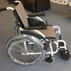 Wheel chair with break lever and foot rests - Comfort Mobility