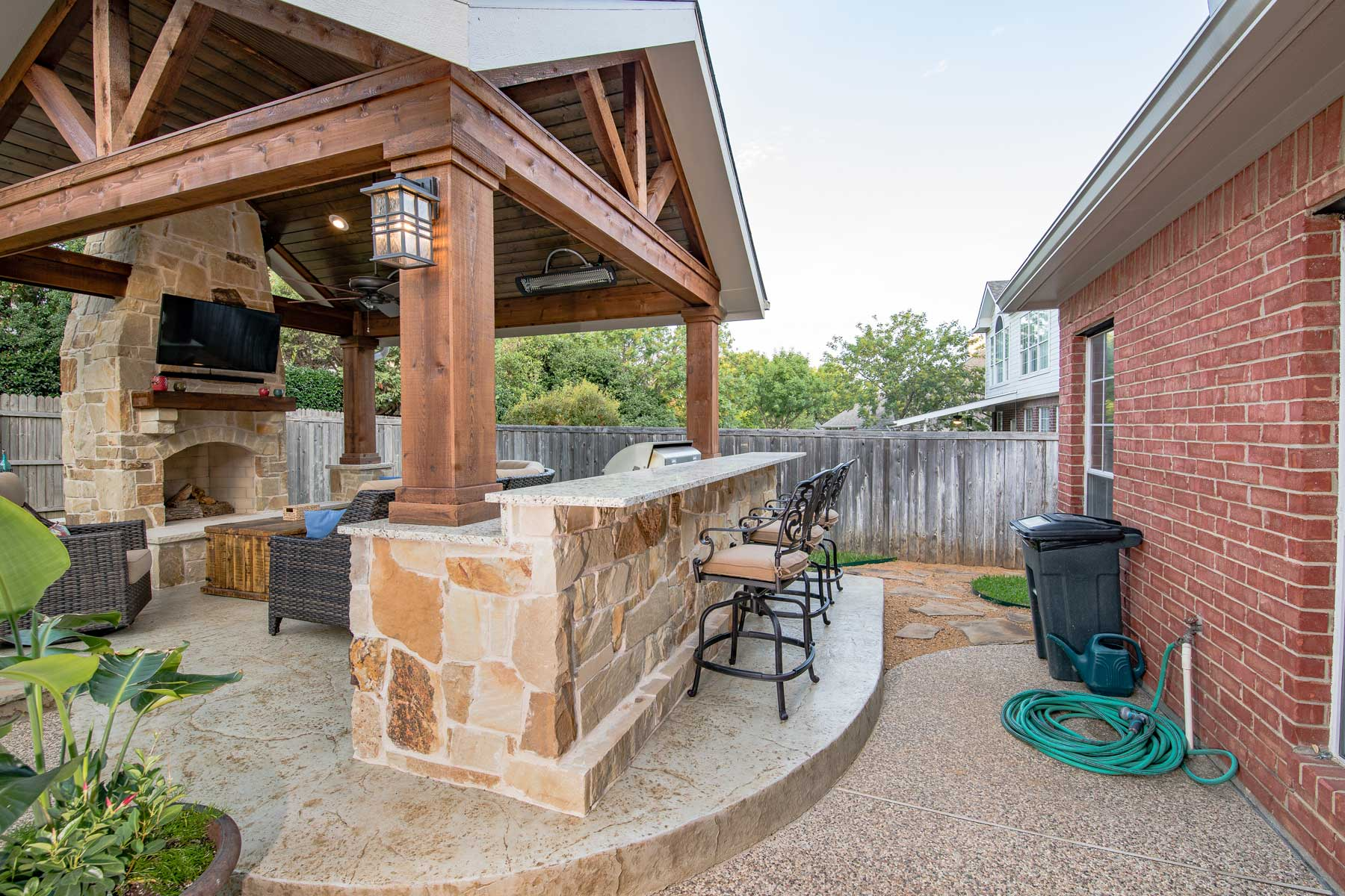 outdoor bar and grill by compass outdoor design in dfw