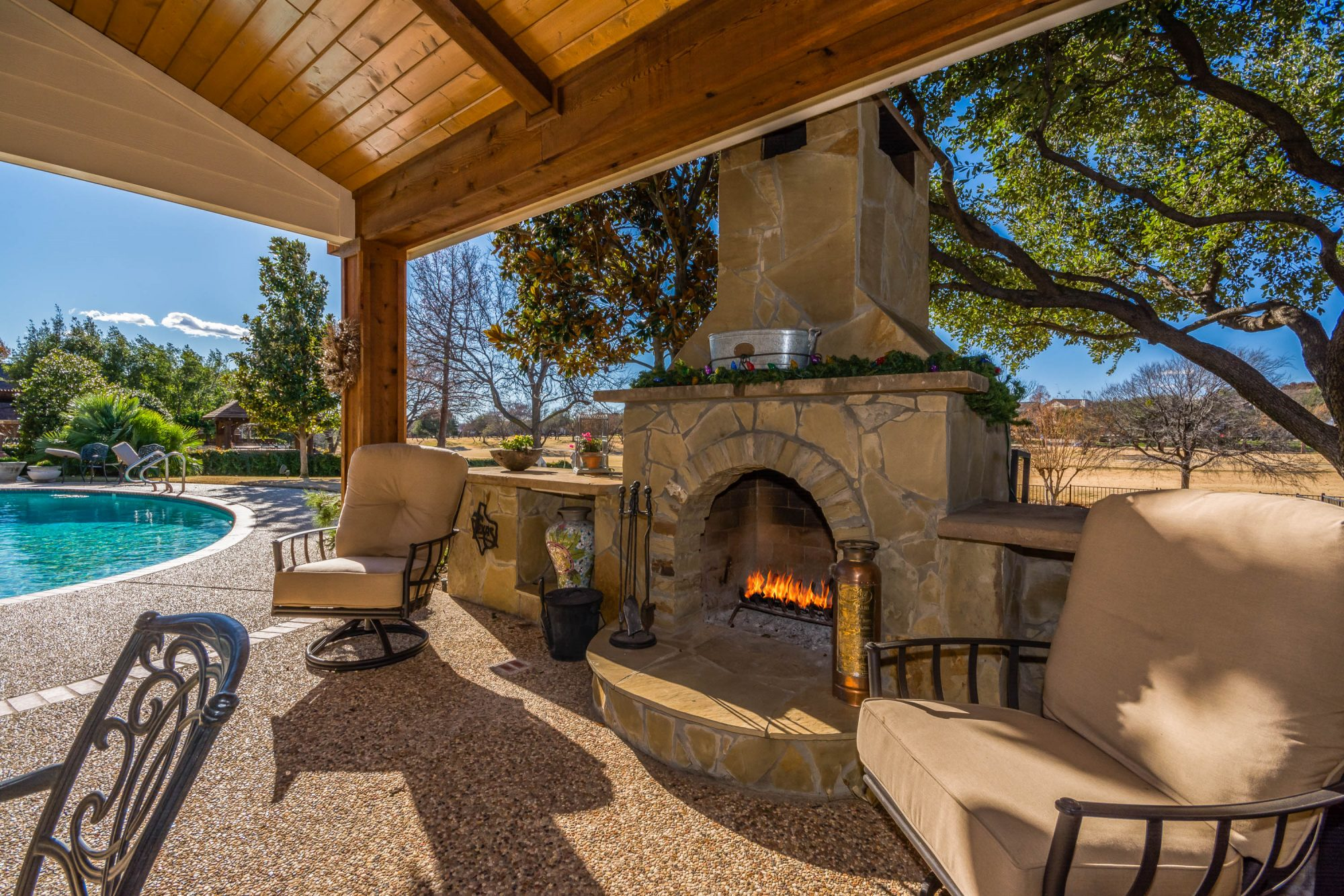 Create the perect patio in Dallas with an outdoor fireplace and comfy patio furniture. To start designing your outdoor fireplace, contact Compass Outdoor Design today!