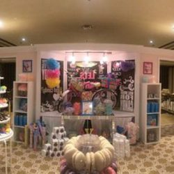 Entertaining candy boutique full of macaroons, and other confectionery desserts from Creative Games