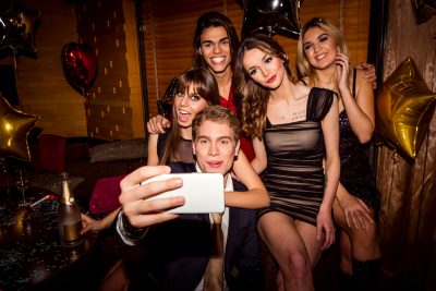 friend-selfies-at-sweet-16