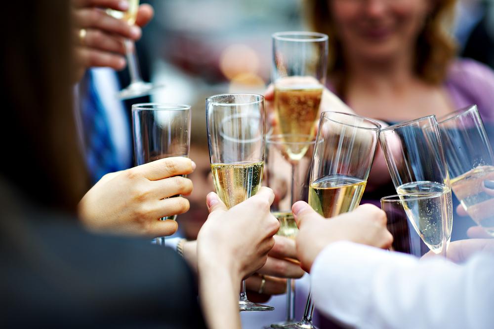 champagne-toast-wedding
