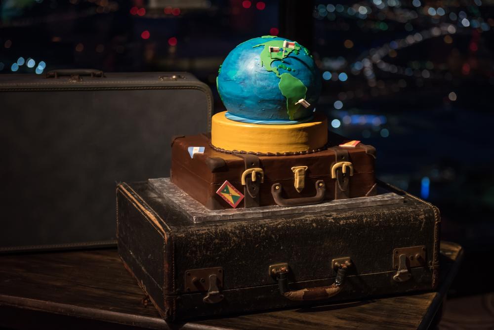 travel-theme-wedding-cake