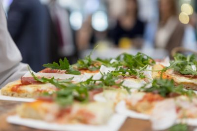 serving-pizza-at-wedding