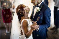 Couple-dancing-wedding