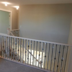 Banister railing in wood and metal.