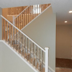 Two-tier railing system in wood and metal.