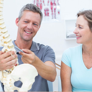 chiropractor-talks-to-patient