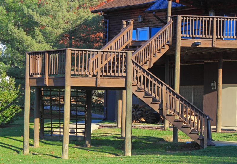 Evergreen - Deck With Stairs