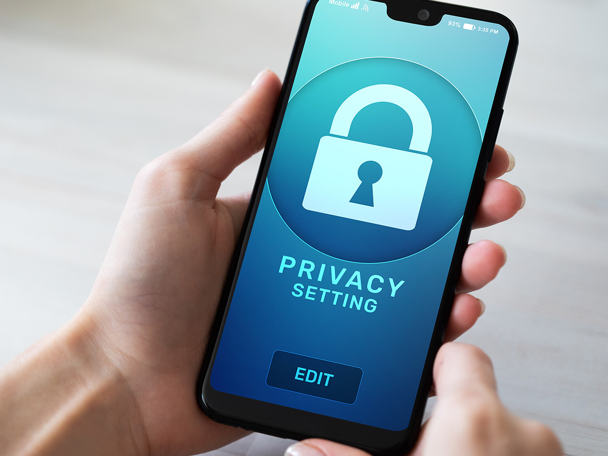 Smartphone with a privacy home setting on the screen.