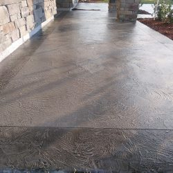 Two-tone concrete overlay