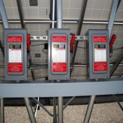 Power switches for commercial solar panels at UDOT traffic operations center - Gardner Energy