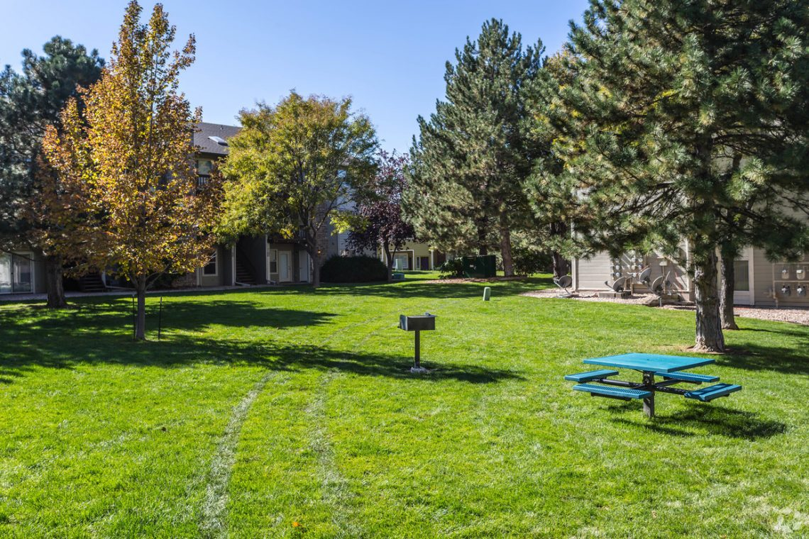 An open space with picnic table and BBQ - Gateway Place Apartments