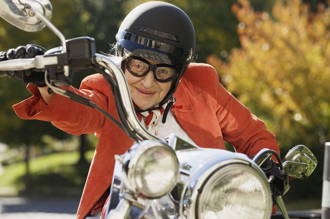 Смешные картинки бабка на мотоцикле, надписями про