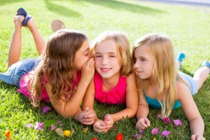 -children-friend-girls-lice group-pl-41798650-300x200