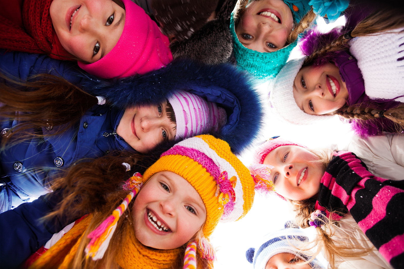 The outside temperature does not affect head lice or their ability to spread to others.