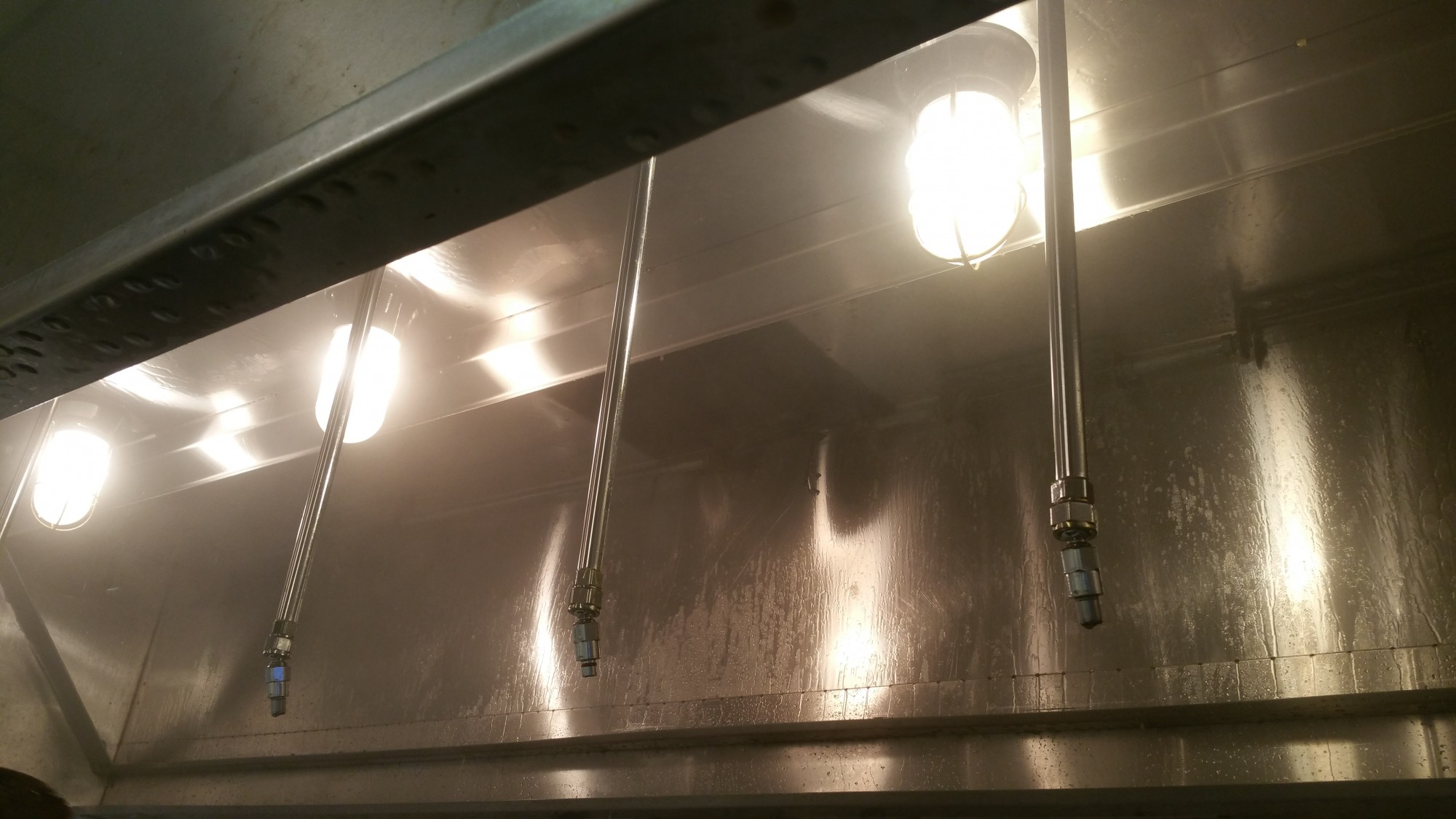 well-cleaned-kitchen-hood
