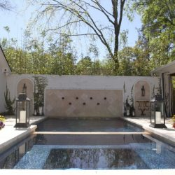 Courtyard with custom pool - Hipp Pools