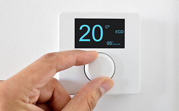 Thermostat With Hand Turning Knob