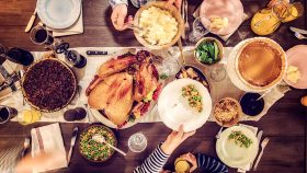 Thanksgiving-dishes-family-members