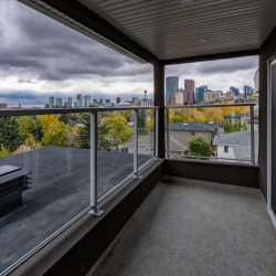 Patio renovation with view of Calgary - Kay2 Contracting