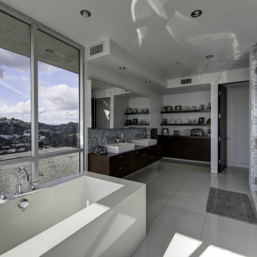 Real estate photograph of a Los Angeles bathroom and view - Keeprshots