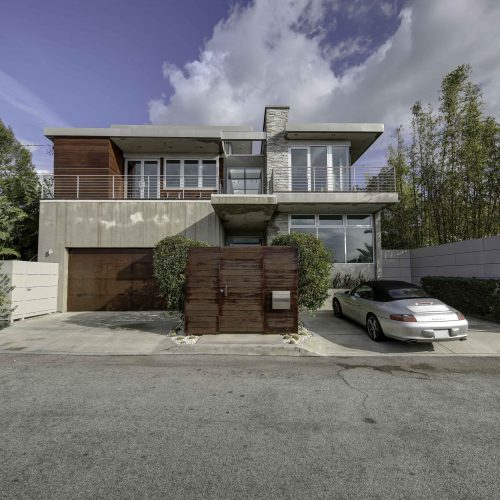 Professional photo of a house in Los Angeles from outside - Keeprshots