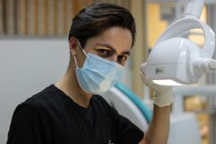 An image of a dentist.