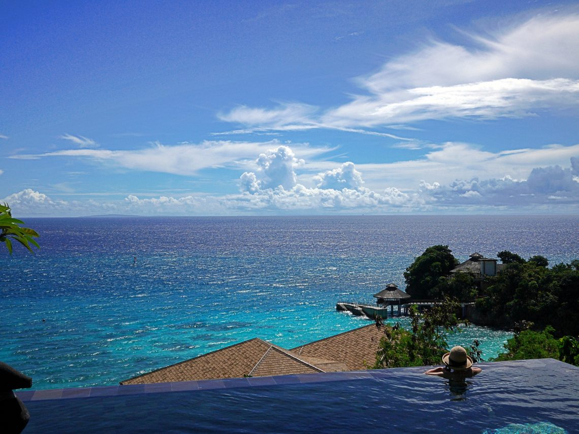 An image of an infinity pool.